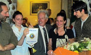 immagine-famiglia-premiata-con-Presidente-CORRETTA